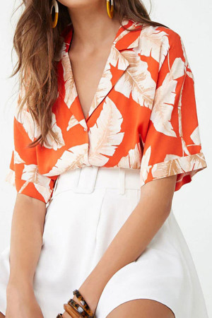 Feather Print V-neck Shirt